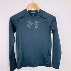 Under Armour youth XL tech shirt like new. Black